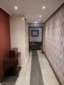 Pintado con pintura plastica el techo y paredes y empapelado el resto de paredes